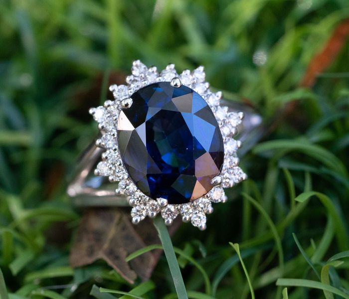 Lilo Diamonds - AIG Certificate - 14 kt. White gold - Ring - 5.26 ct Sapphire - Diamond