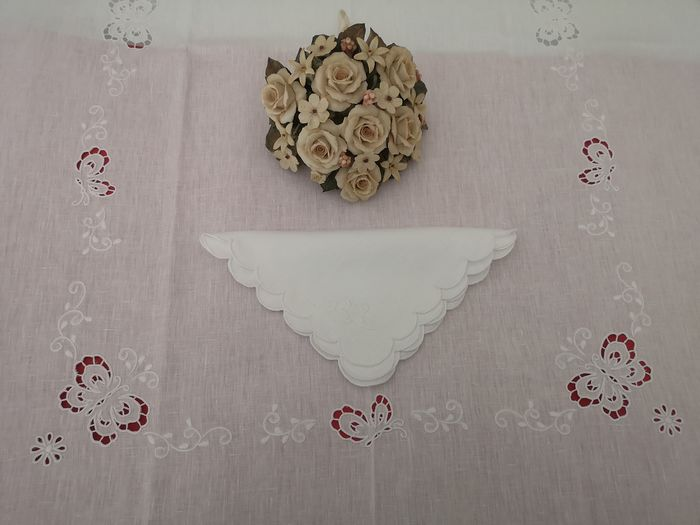 Prestigious x12 tablecloth in 100% pure linen with full stitch embroidery and hand-carved butterflies - Linen - AFTER 2000