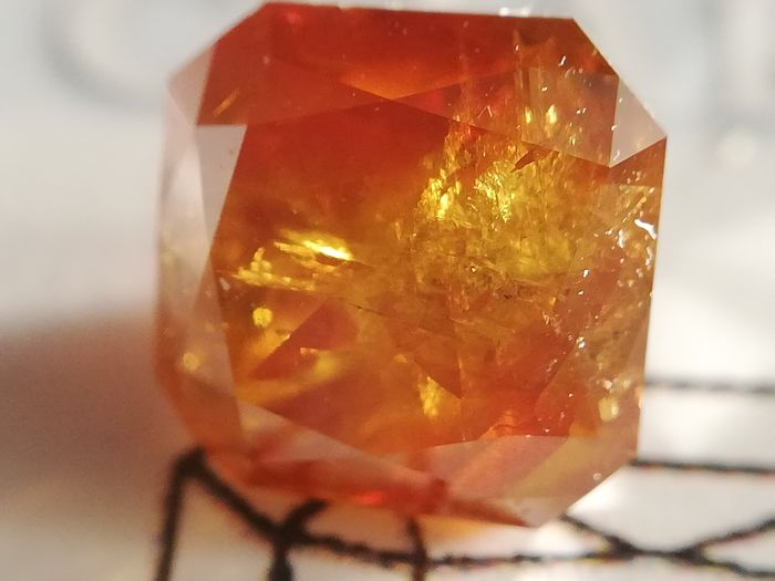 1 pcs Diamond - 1.31 ct - Radiant - fancy deep yellowish orange - I3 (piqué)