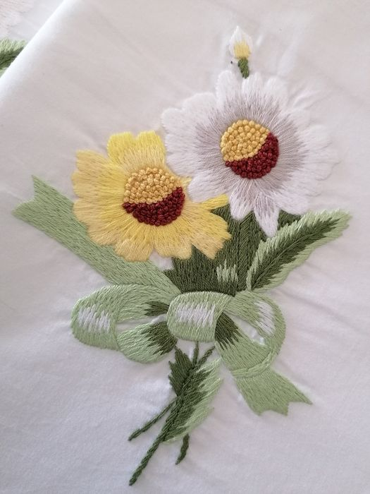 Double bed sheet in fine percale cotton with hand-stitched daisies embroidery - Cotton - AFTER 2000