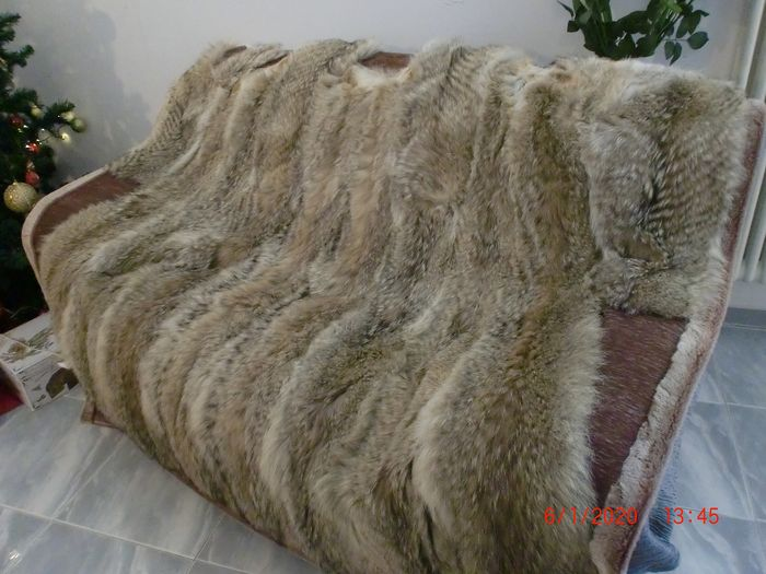 Fur blanket / throw with real coyote fur one side and faux fur the other side. (1) - Real fur and faux fur - 2020