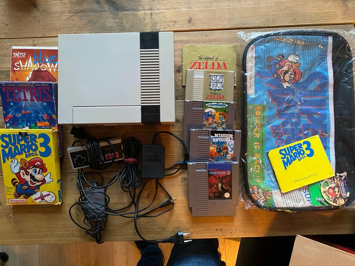 1 Nintendo Nes - Console with games (7) - Without original box