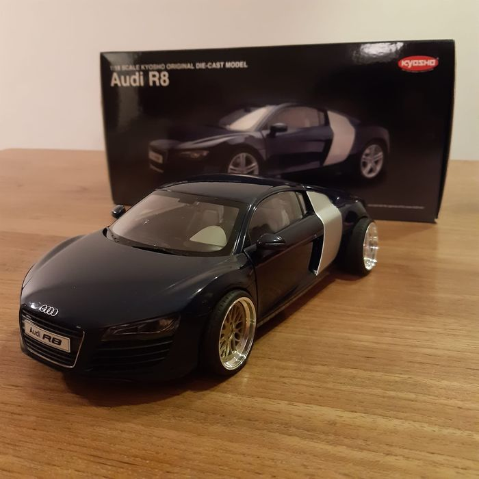 Kyosho - 1:18 - Audi R8 2008 model - As good as new. No paint damage.