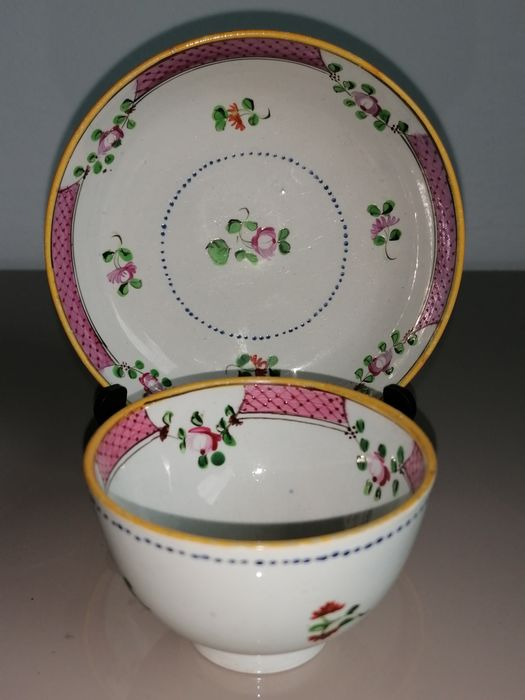 New Hall / Lowestoft (?) - Cup and saucer (2) - Porcelain