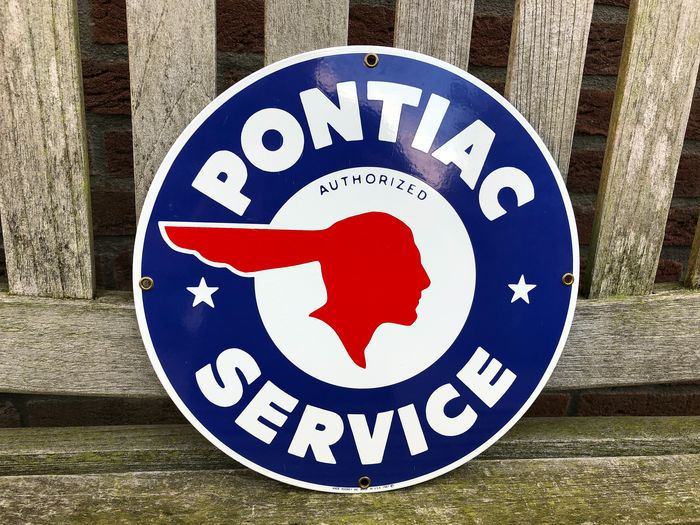 Advertising board - Pontiac. - Ande Rooney. USA. 1987.