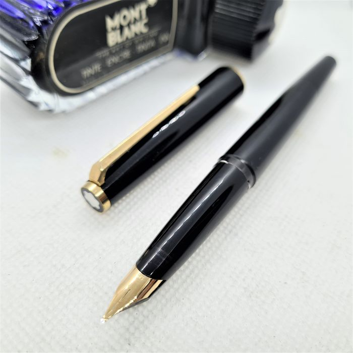 Montblanc - 320 - Stylo plume - Pointe en or massif 14 carats (M)