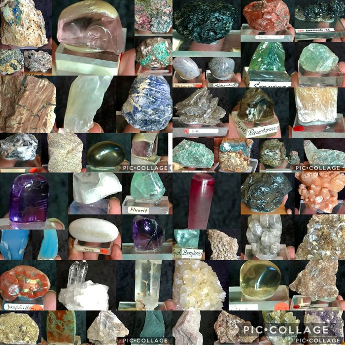 Extensive collection of minerals on pedestals - 10×9×5 cm - 5500 g - (54)