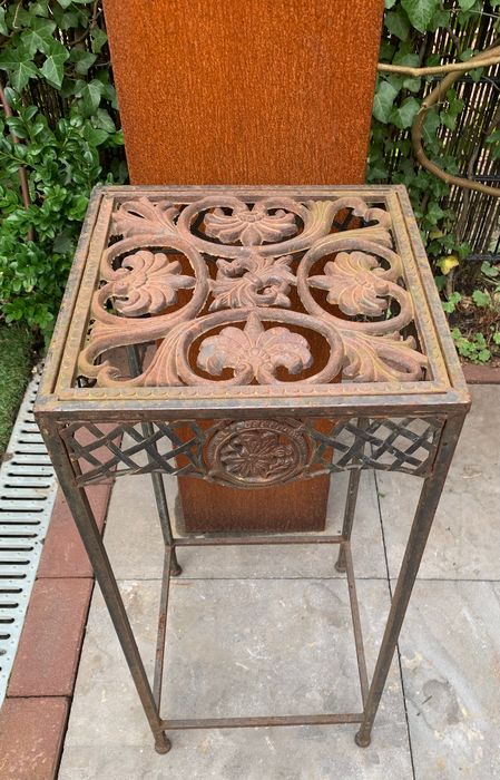 Woven garden table with floral appearance - H: 70 cm - Iron (cast/wrought) - 21st century
