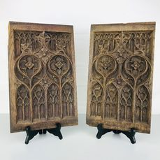 Two hand-carved panels (38.2cm) (2) - Gothic Style