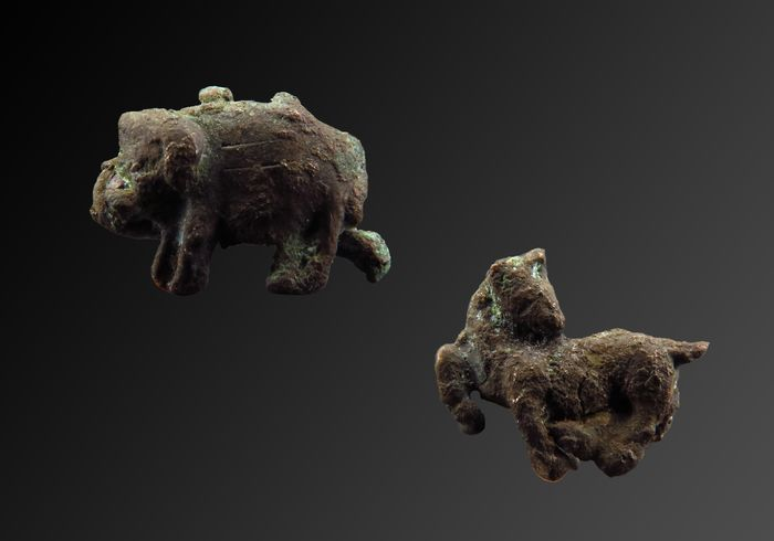 Ancient Egyptian / Mesopotamian bronze amulets of Buffalo and Horse - 10×7×3 mm - (3)