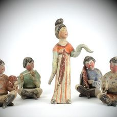 Mingqi (5) - Terracotta - A Magnificent Set of Four Painted Pottery Figures of Musicians and a Dancer. TL test - Cina - Dinastia Tang (618-907)
