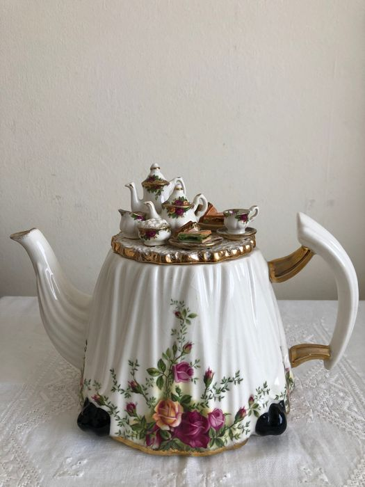 "Royal Albert - Vintage large Royal Albert decorative teapot "" Old Country Rose "" - Porcelain"