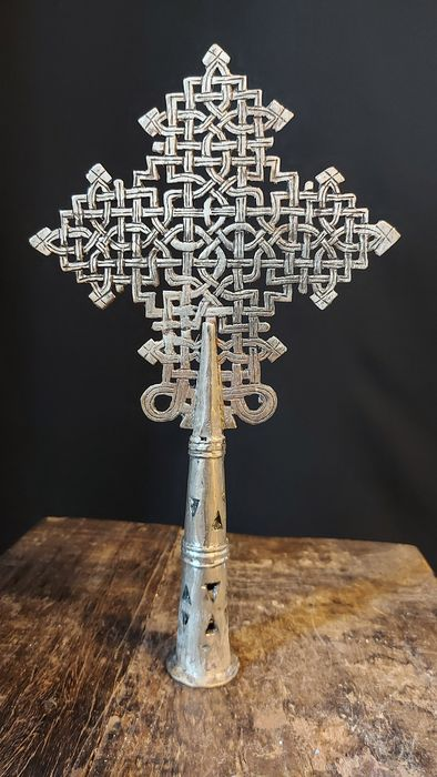 Large Coptic processional cross from Ethiopia - Alloy of silver, copper and nickel - Midden 20e eeuw