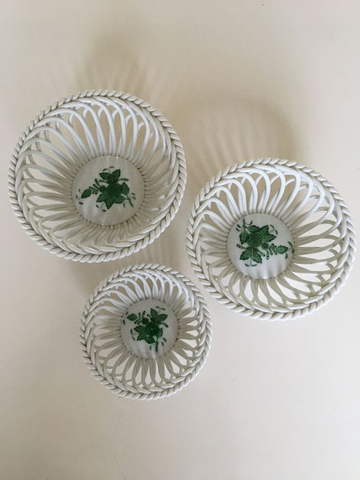 Herend - A series of three Herend Apponyi open dishes. (3) - Porcelain