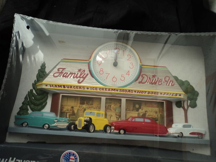 "Three-dimensional wall clock ""Family Drive-In"" - New Haven"