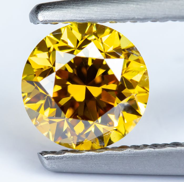 Diamond - 0.60 ct - Natural Fancy Vivid Orangy Yellow - SI1  *NO RESERVE*