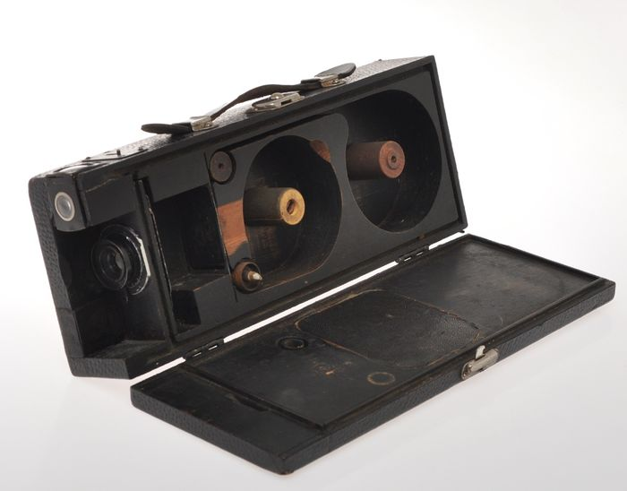 very strange unmarked camera (like Wilson Magazine Camera) for 500? exposure film 35mm? exc++ C.1930