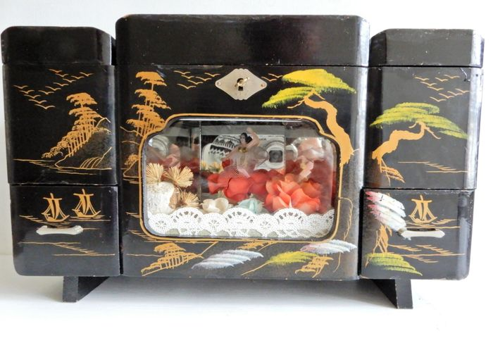 Vintage Japanese jewelry music box (1) - Hout