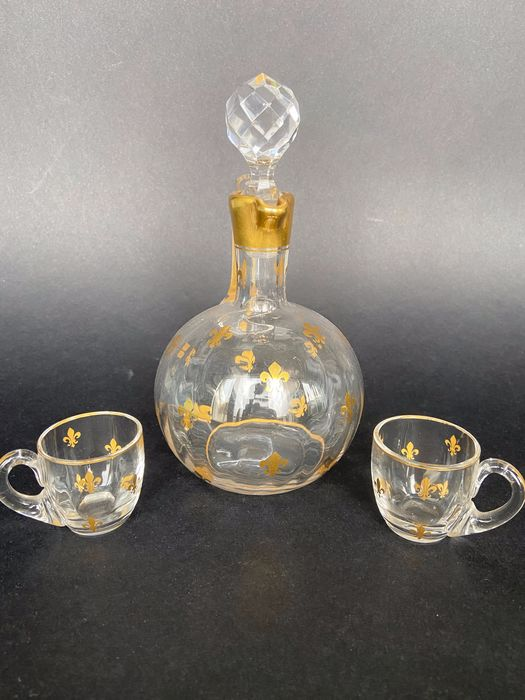 Attribué à Daum - Superb and rare decanter accompanied by its 2 glasses - Crystal gilded with fine gold