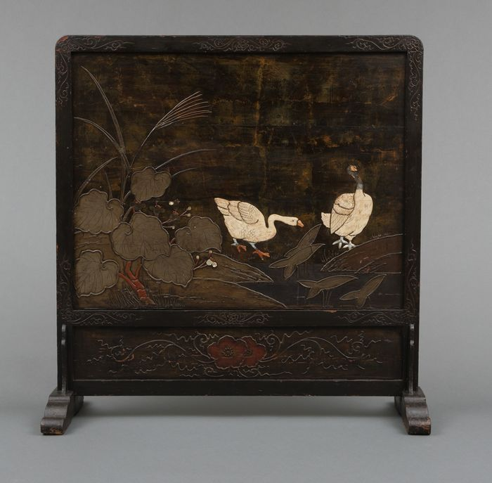 roomdivider - Wood - Rare two sided and painted wooden roomdivider with several geese strolling near a riverbed - Japan - Bakumatsu - Meiji period