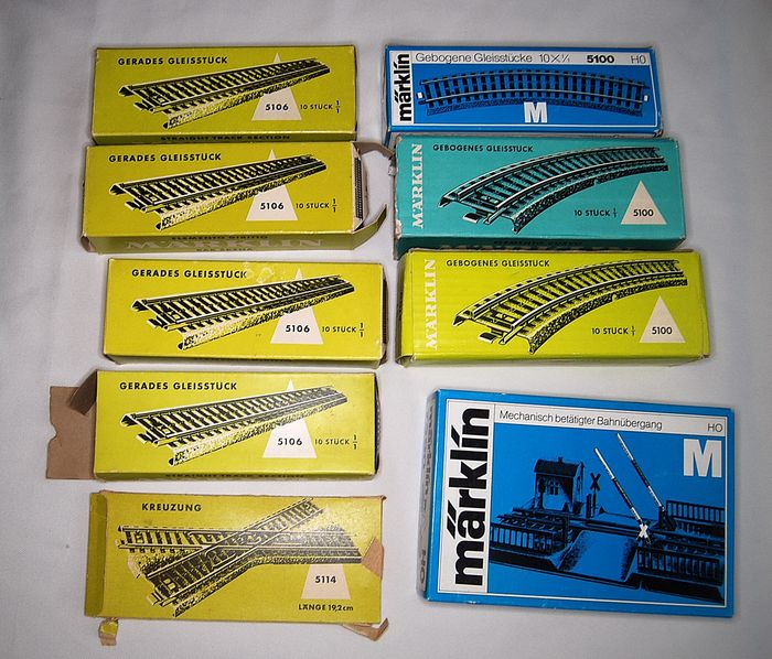 Märklin H0 - 7390/5100/5106 - M - Tracks - 72 curved and straight tracks with level crossing