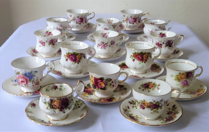 15 tazze e piattini inglesi con decoro rosa - Bone China - Porcellana
