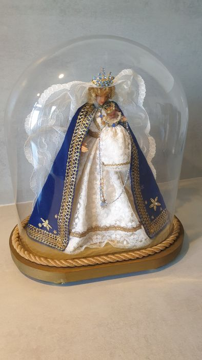 Madonna with child under an oval bell jar - Glass, Wood, Fabric and wax