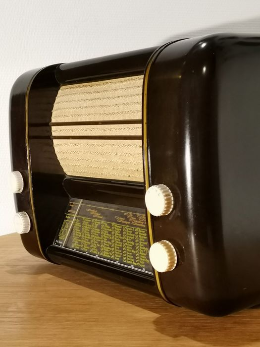 B&O - Beautiful and meticulously well kept, fully restored BEOLIT 41 in bakelite - Tube radio