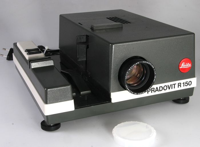 Leica (Leitz) Pradovit R150 diaprojector met Colorplan 2,5-90mm