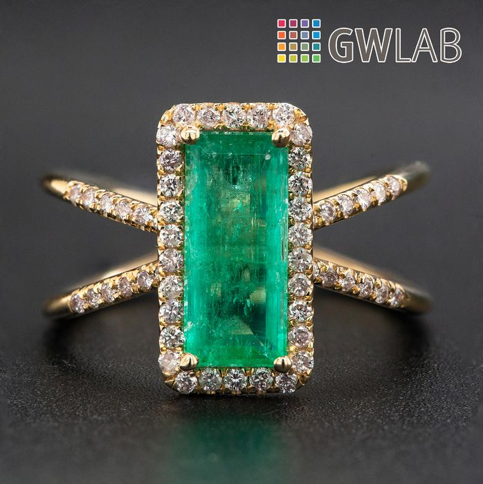 14 kt. Yellow gold, 3.27g - Ring - 1.56 ct Emerald - 0.32 ct Diamonds - No Reserve Price