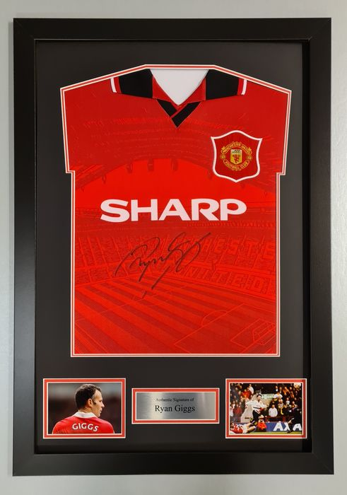 Manchester United - English Premier League - Ryan Giggs - Autograph, Jersey