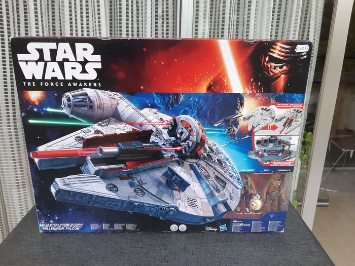 Star Wars - The Force Awakens - Hasbro - Astronave Battle Action Millennium Falcon - original sealed box