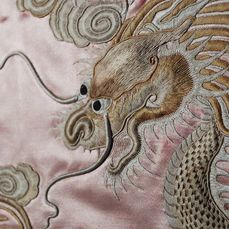 Broderie - Soie - A silk embroidery with dragon - Chine - XIXe siècle