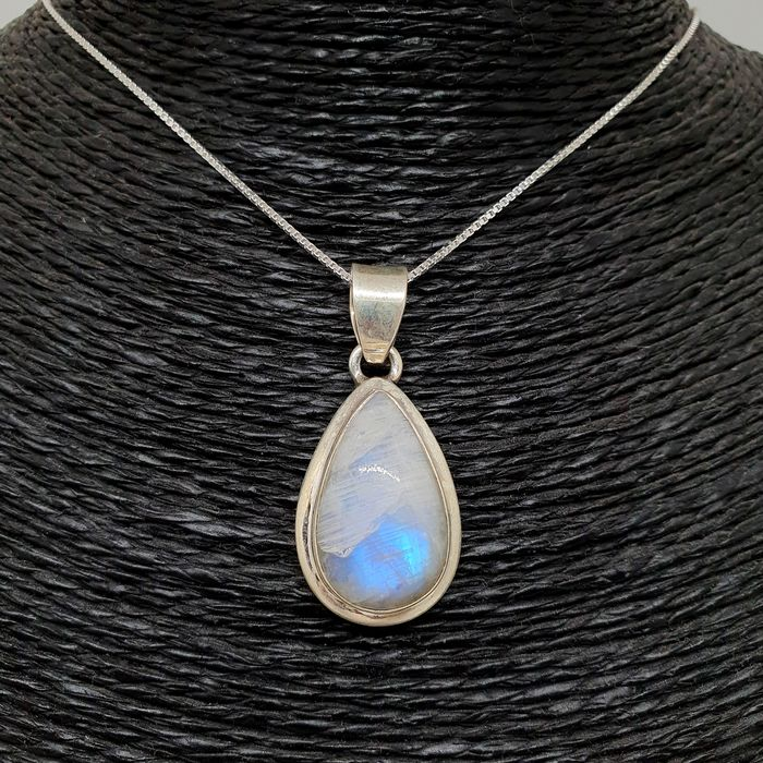 SPECTACULAR MOON STONE PENDANT. (Moonstone) Good Quality 925 Sterling silver. - 13.3 g