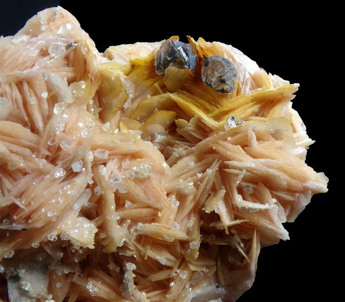 Baryte and Cerussite - Crystals on matrix - 13×8×2.5 cm - 547 g