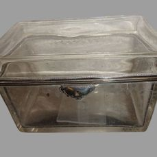 Crystal box with lock and hinged lid. - Crystal