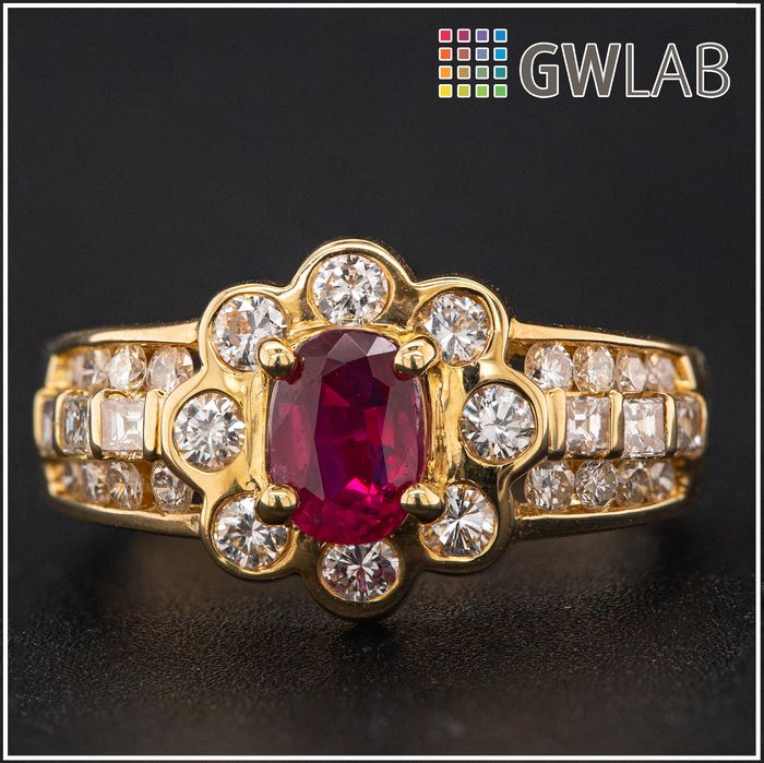 18 kt. Yellow gold, 5.77g - Ring - 0.80 ct Ruby - 0.90 ct Diamonds - No Reserve Price
