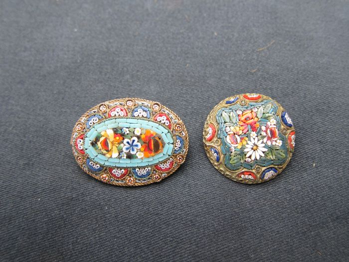 Large micro mosaic brooches (2) - Glass, metal - Late 19th century