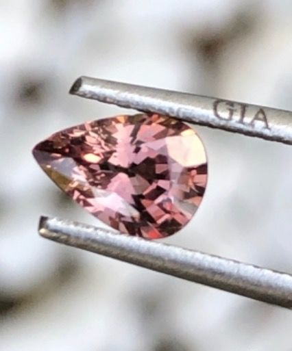 1 pcs Brown, Pink Sapphire - 0.86 ct