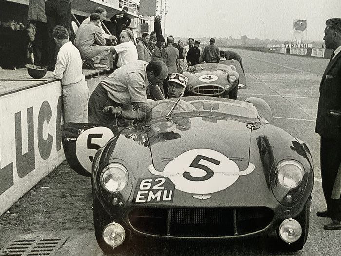Fotografía - 2 x 1958 Le Mans 24 Hour Aston Martin DB3S  and Stirling moss Whitehead Finnished 2nd - Aston Martin - Posterior a 2000