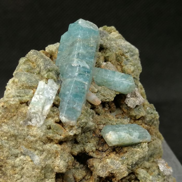 Fluorapatite (apatite group) Biterminated crystals on matrix - 5×4×4 cm - 180 g