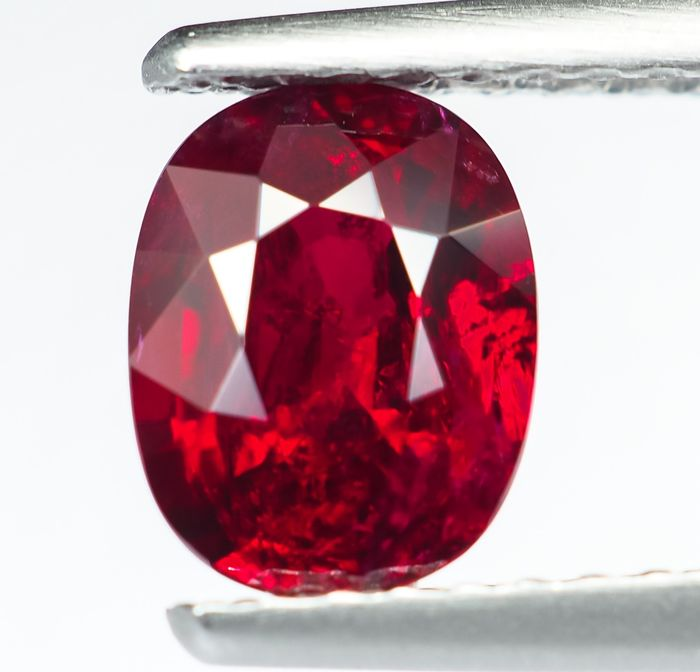 "No Reserve - Vivid ""Pigeon Blood"" Red Ruby - 1.15 ct"