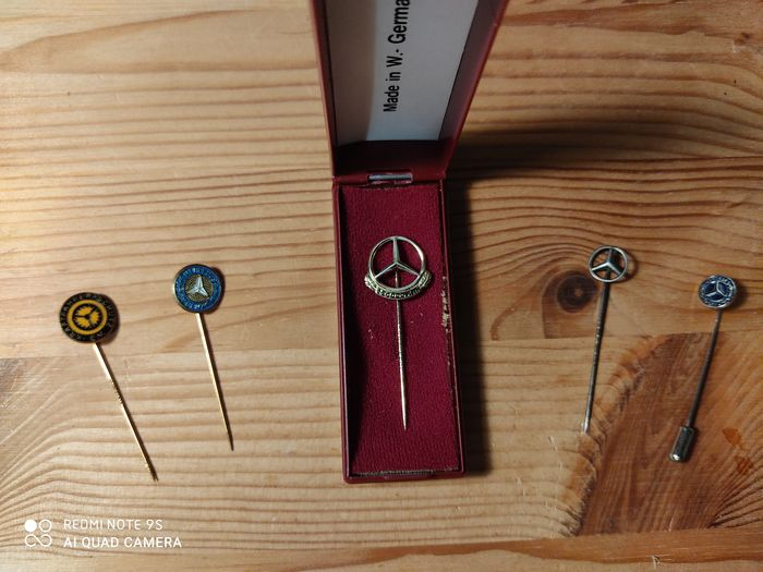 Insigne - Polished Mercedes Benz Daimler Silver Gold Pin 250 000 Km - Mercedes-Benz - 1950-1960