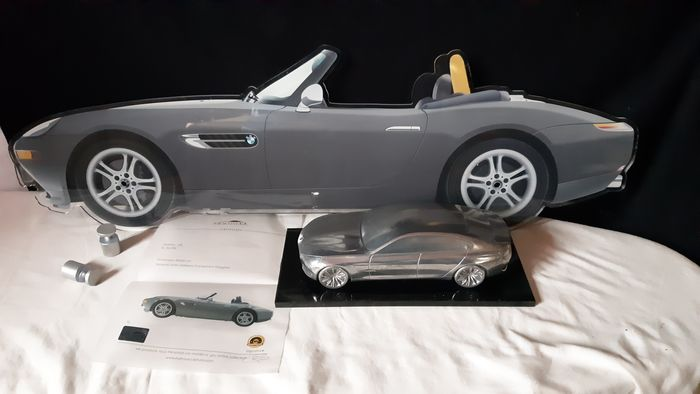 Decoratief object - BMW Z8 Halmo + model - BMW, HALMO - Na 2000