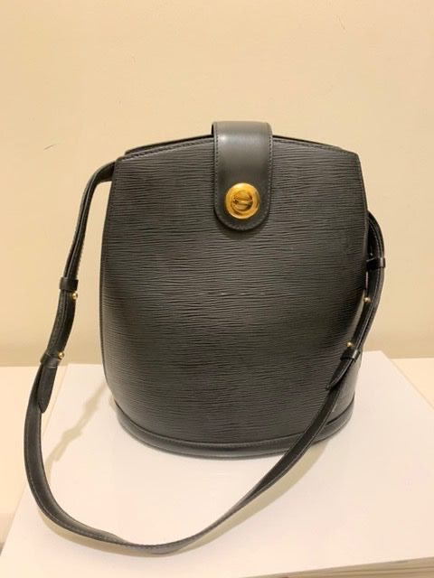 Louis Vuitton - Black Epi Leather Cluny Bolso de mano