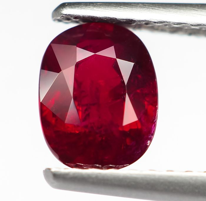 """No Reserve - Vivid """"Pigeon Blood"""" Red Ruby - 1.12 ct"""