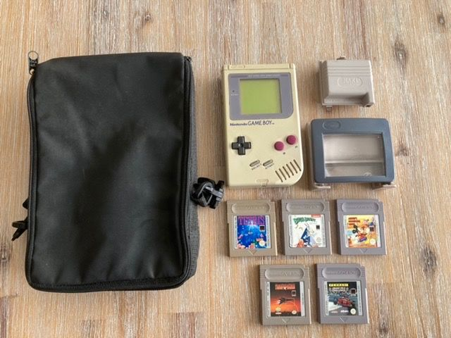 1 Nintendo - Console with games (5)