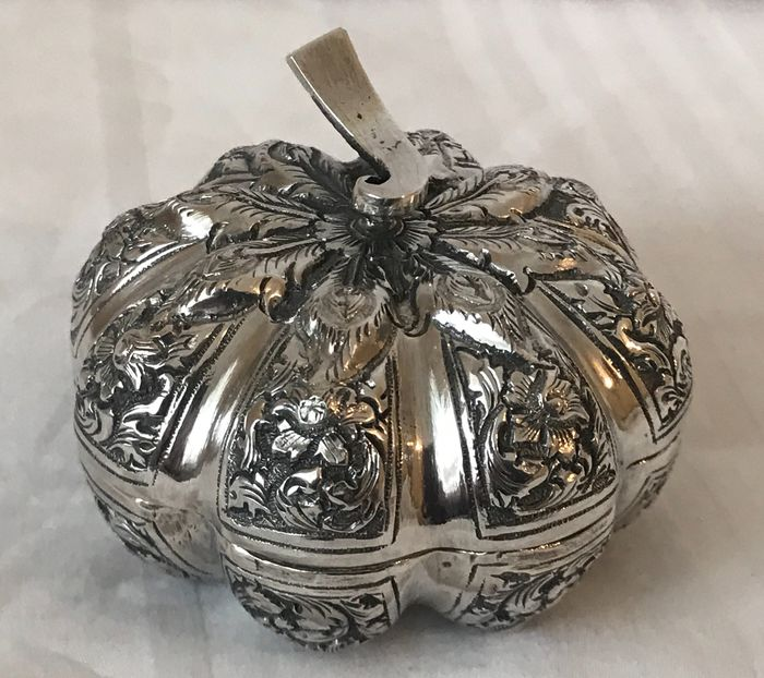 Antique Silver Novelty Box in the form of a Pumpkin - Silver - Thailand - Early 20th century