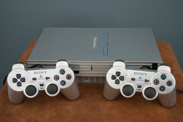 1 Sony PS2 - Console with games (22) - Without original box