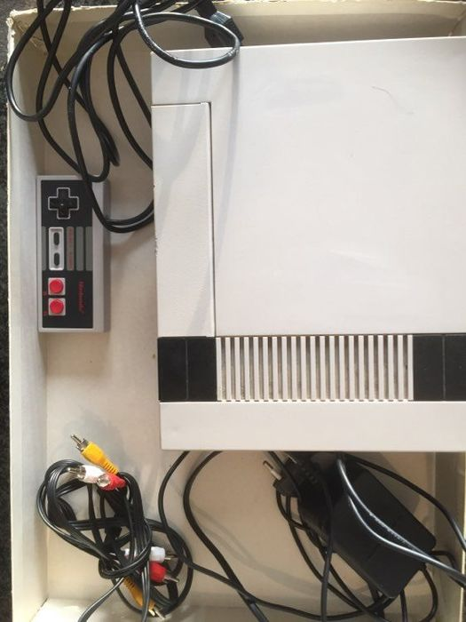 1 Nintendo Nes - Console with games (2) - Without original box